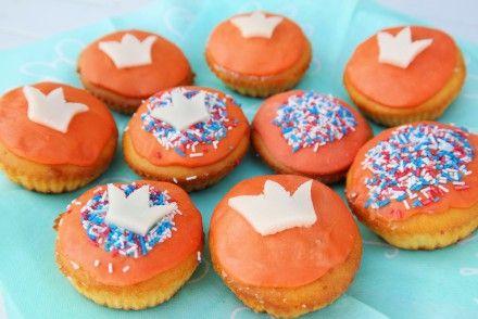 cupcakes met sinaasappelsmaak, cupcakes voor koningsdag, Koningsdag cupcake, Koningsdag cupcakes, koningsdag cupcakes recept, koningsdag lekkernij, koningsdag muffin, koningsdag recept, oranje cupcake, Oranje cupcakes, oranje cupcakes maken, oranje cupcakes recept, oranje lekkernij, oranje zoetigheid, rood-wit-blauwe cupcakes, sinaasappel cupcake, sinaasappel cupcakes