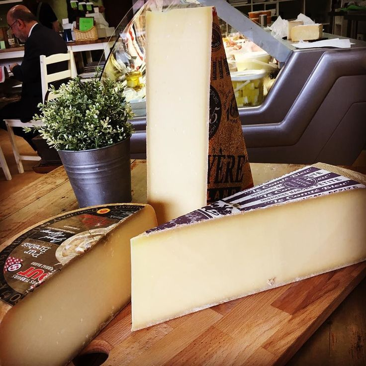#1655 #farmhousegruyere #Comté favourite of the French and #ossauiraty. Fabulous #mountaincheeses. Perfect weather for these cheeses.  #mtdandenong #mountdandy #olinda #visitvictoria #wandervictoria #dandenongranges