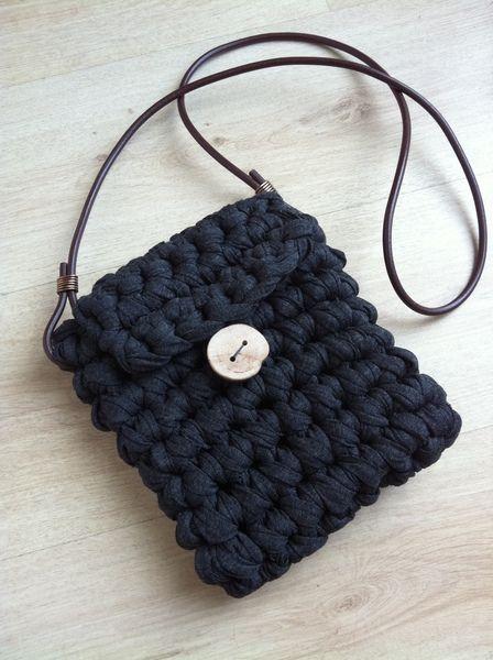 Si ya estáis a tope con el trapillo, si ya tenéis un cesto y una alfombra, entonces... va siendo hora de hacerse alguna cosilla para lucir...