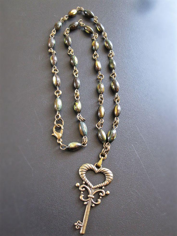 Collier de perles vertes avec clef bronze de la boutique TheAsaliahShop sur Etsy