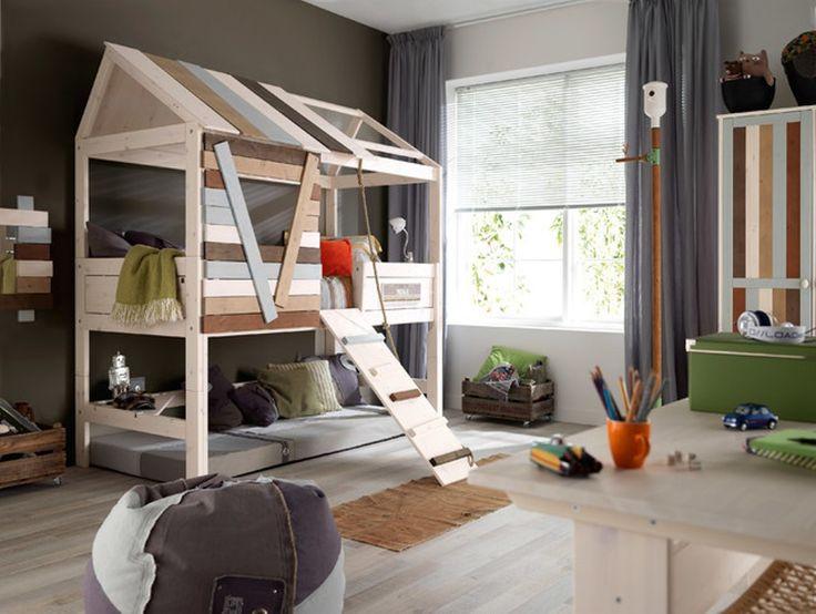 Graue Vorhang Und Einzigartige Haus Förmige Loft Kinder