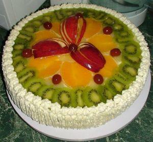 Для украшения торта желе используют