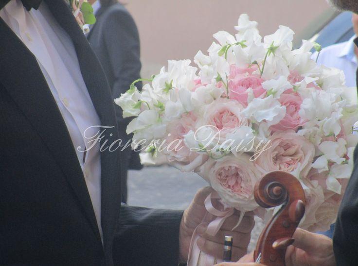 Bouquet da sposa rose inglesi rosa e lathyrus pisello odoroso   Fioreria Daisy Floral Design & Wedding Sardegna Cagliari Fiori Allestimenti Floreali Matrimoni