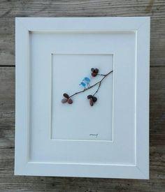 Kiesel Kunst Vögel Dieses wunderschöne, einzigartige, stilvolle Bild entstand aus Meer Steine und Glas von den Stränden der Adria... Sie sehen zwei sanfte kleine Vögel auf einem Ast... Alles ist ganz einfach... Ihre Frieden, Freiheit, Liebe, alles ist da... Die Zweige sind zusätzlich mit Draht gesichert. Es kann ein einzigartiges Geschenk für Geburtstage, Feiertage, Hochzeiten, Jubiläen oder Dekorieren Sie Ihr Zuhause. Größe: 10 x 8 Zoll / 25 x 20 cm Europa: 7 Werktage Kanada: 7-15 W...