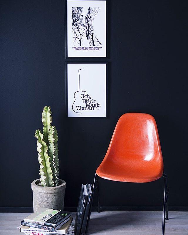 Jeg knokler for at få min hjemmeside færdig, så den er mere up to date Håber I nyder de dejlige påske dage God aften #eames #eameschair #posterwall #posters #plakat #plakatvæg #kaktus #cactus #bolig #boligliv #boligdrøm #boliginteriør #boligindretning #indretning #interiør #interior #interior4all #interiordesign #byholmer #mithjem #hjem #stue #kbh #århus #horsens #vejle #danskdesign