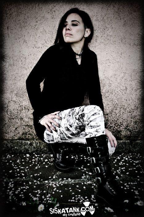 BROKEN  White Goth Leggings Decay Post Apocalyptic by siskatank, €55.00
