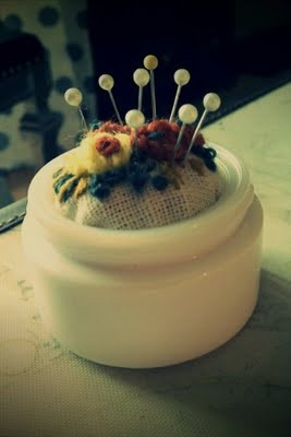 http://bronsonbloopers.blogspot.com    Handmade Pin Cushion: Pincushions Re Create, Pincushions Καρφιτσερο, Thimbles Pincushions, Yup Pincushions, Pincushions Pretty, Love Pincushions, Dainty Pincushions, Pincushions Panach