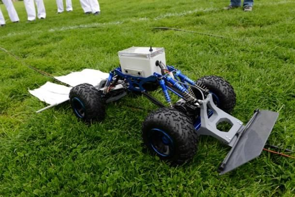 Military robot deploys CO2 to lure ticks to their doom http://cnet.co/15QOdVF