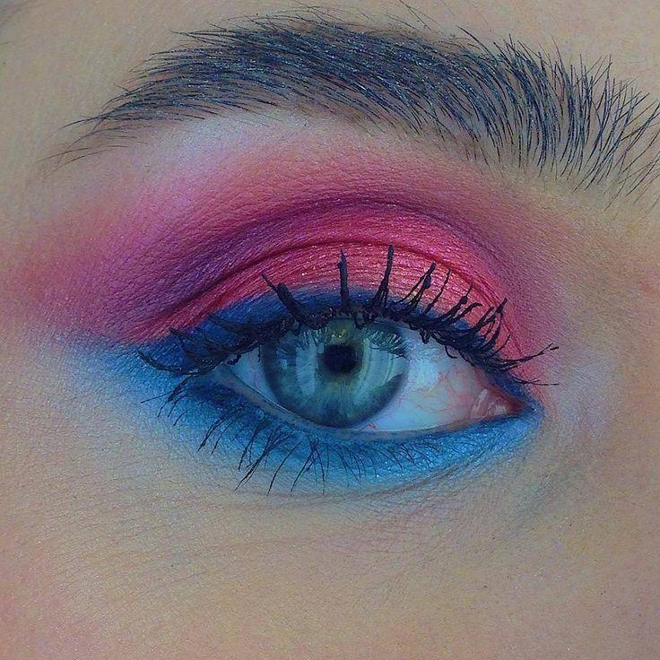 """М·А·С Cosmetics Russia on Instagram: """"Вам нравится макияж глаз с эффектом омбре от @vika_chaykina? 💙💗 В образе использованы: – кремовые тени Extra Dimension Eye Shadow оттенка…"""""""