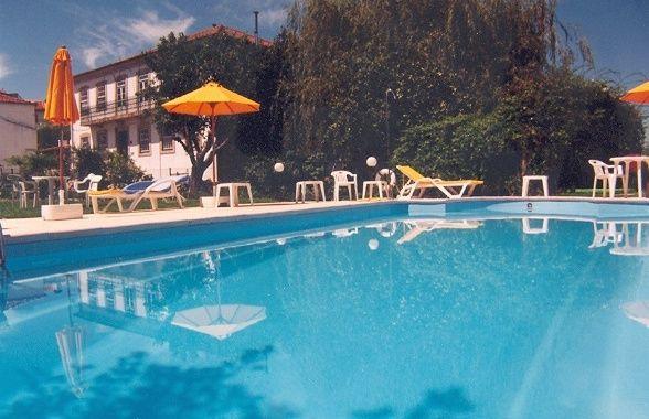 Piscina - Swiming Pool Além de poder disfrutar das magníficas praias fluviais perto da Casa das Tílias, tem ainda esta piscina que atinge temperaturas bem agradáveis no verão. #serradaestrela #seia #portugal #turismodehabitação