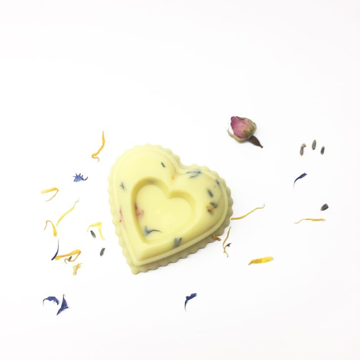 Gentle, sensuous and deeply moisturising Touch me is a massage bar with organic butters and pure essential oils. The aroma blend has aphrodisiac and uplifting properties that leave a pleasant scent on your skin.