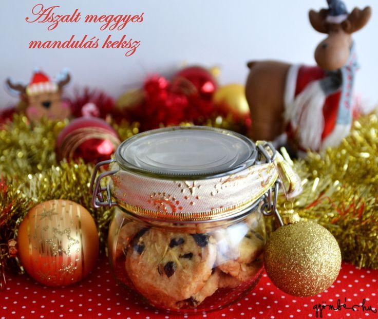 Mandulás, aszalt meggyes keksz - kiváló gasztroajándék karácsonyra