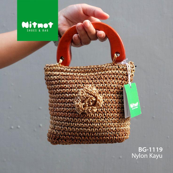 Nylon Kayu BG-1119 IDR 85.500  Rajutan Nylon kombnasi kayu Terdapat 1 kantong  Size : 15 x 7 x 13 cm