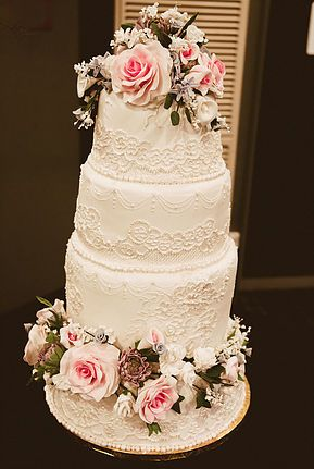 Tuned To Roam - Scott and Alecia Solley - Hamilton Wedding, NZ Wedding amazing cake that matched the brides dress