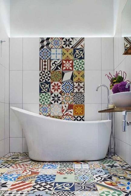 #Tendencias 'Patchwork' El mix de estampados también acapara los hogares más coloridos. Incluso en el baño.