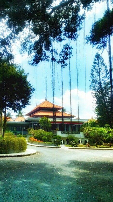 A perfect welcome at @balidynastyresort, Bali. - #lushgarden #naturethemedresort