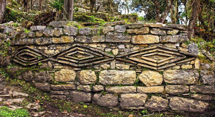 Ornamentos romboides en la Ciudadela Fortificada de Kuélap -Amazonas  Peru