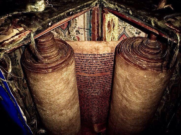 Oldest Tora Roll In Use Manuscripts Scrolls Codex