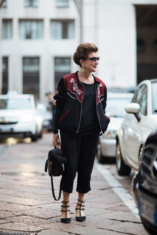 Conheça o estilo de Costanza Pascolato, conhecida como um dos maiores ícones da moda nacional.
