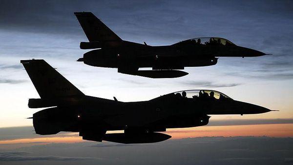 Turki hantam 9 target ISIS di Suriah  TURKI (Arrahmah.com) - Angkatan Bersenjata Turki menghantam sembilan target ekstrimis IS yang sebelumnya dikenal sebagai ISIS termasuk empat tempat penampungan dan dua pusat komando-dan-kontrol mereka di Suriah utara pada Selasa (22/11/2016) menurut sebuah pernyataan militer yang dirilis hari Rabu.  Tentara Turki dan Tentara Pembebasan Suriah (FSA) yang didukung oleh Turki terus melakukan serangan darat untuk mengontrol wilayah timur dan barat kota…