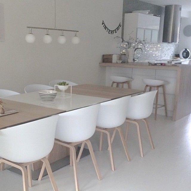"""""""Dagens repost er fra @medandreord sitt flotte kjøkken med barstoler og stoler fra HAY Siste frist for å kjøpe HAY møbler til gammel pris er imorgen! Vi…"""""""