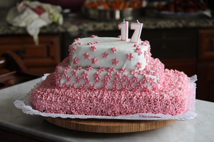 Bolo de aniversário * 17 * Flores * Cor-de-rosa *Creme de manteiga / Birthday cake * seventeen * Flowers * Pink * Buttercream   /Mafalda Duarte! Homemade