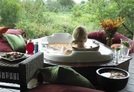 Tintswalo Safari Lodge - Relaxing bath with a view of the bush