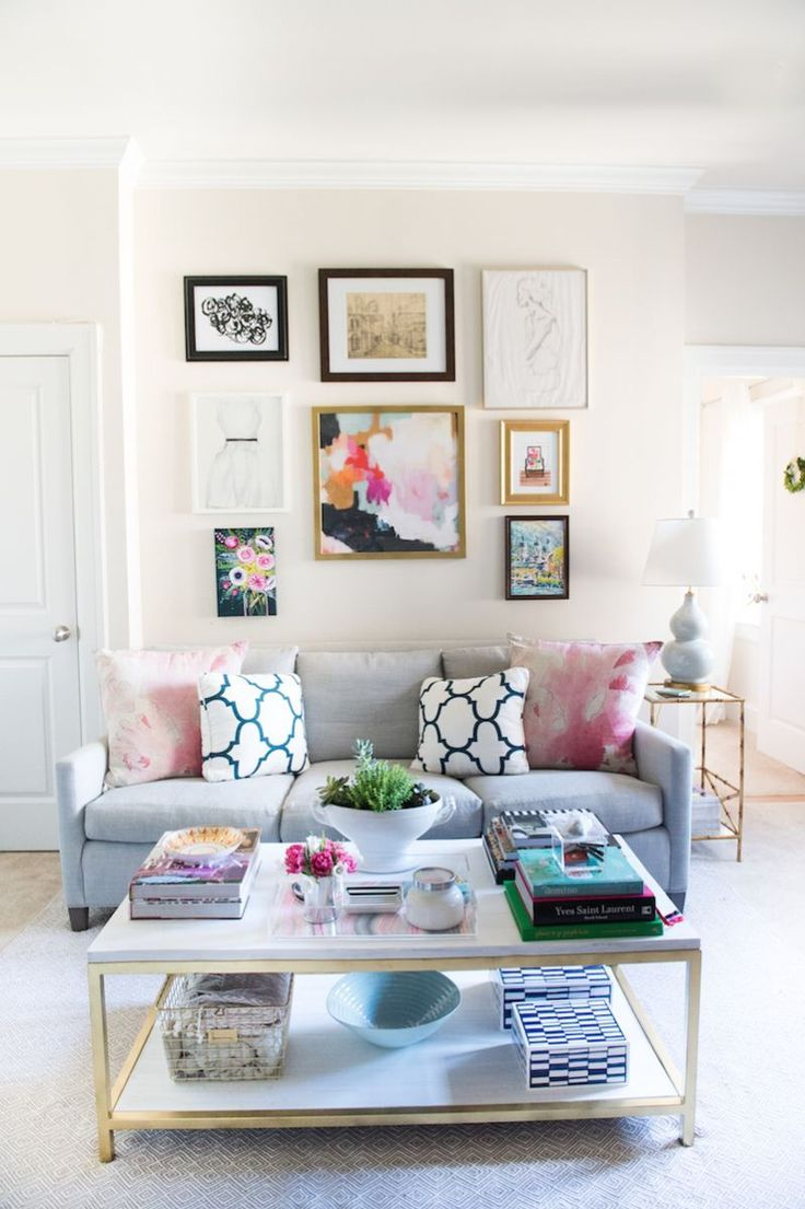 College apartment room ideas for girls - Like The Small Gold Accents In This Layout Just A Bit In The Coffee Table And The Picture Frame And Side Tables It S A Bit On The Girly Side But I