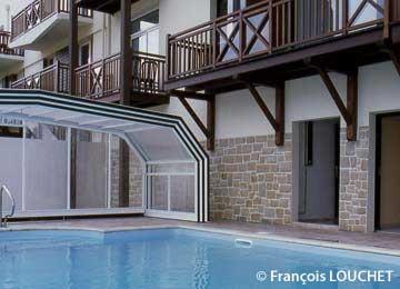 La résidence Lagrange Confort + LES ROCHES DOUVRES est située à 300 m des premières plages et du golf, à l'entrée de Saint Briac.