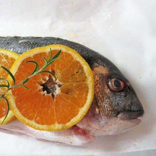 Τσιπούρα με πορτοκάλι και δεντρολίβανο