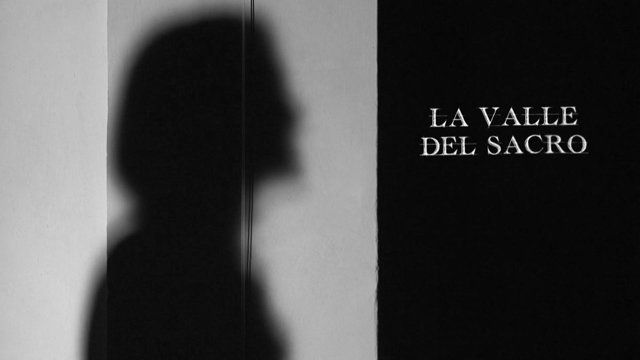 Attraverso le voci di alcuni artisti  di Crucifixus-festival di primavera (Maria Paiato, Patrizia Punzo, Luciano Bertoli ed Ermanno Nardi di Elea), il filmato si interroga sulla relazione fra il luogo sacro e l'attore, indagando il rapporto fra arte, teatro e comunità nel territorio della Valle Camonica.