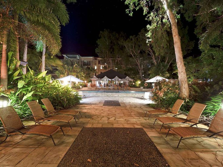 Pullman Palm Cove Sea Temple Resort and Spa - resort by night