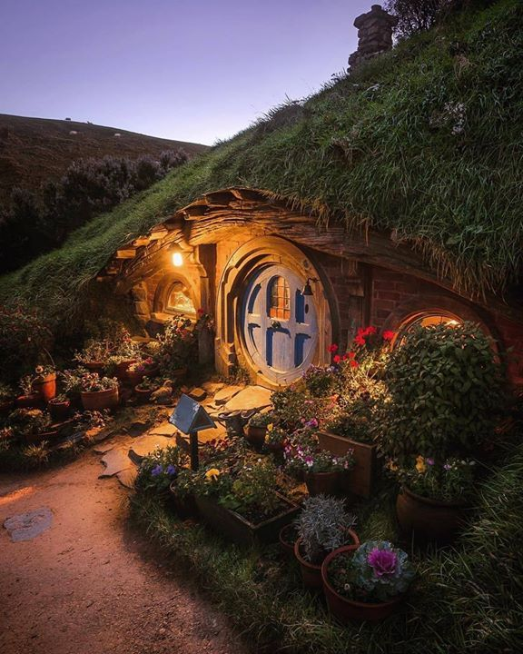 Twilight Hour And Cosy Hobbit Houses In The Shire New Zealand Hobbit House The Hobbit Architecture