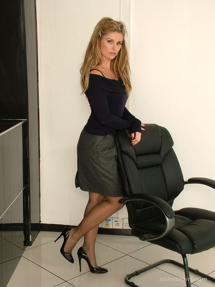 Teen Secretary In Stilettos And Nylons  Other Sexy5 -6222
