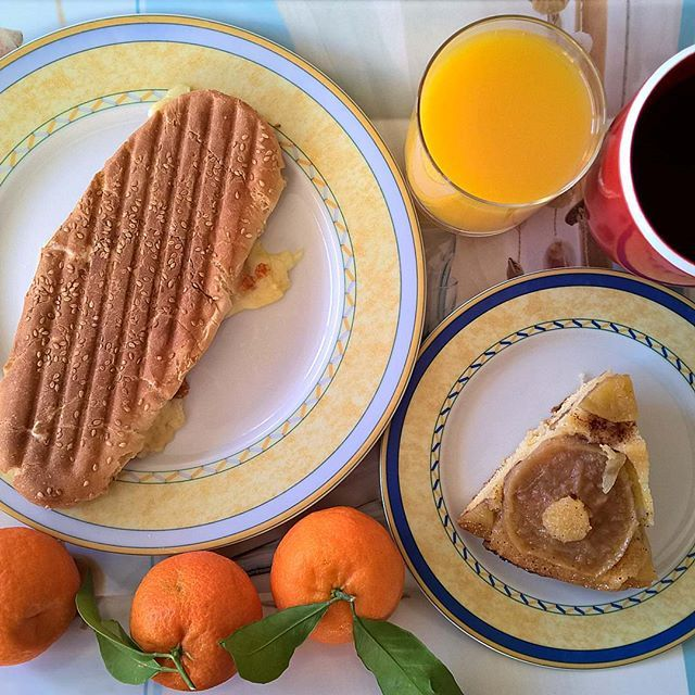 Wednesday morning breakfast spread: Grilled sandwich with three types of cheese (Emmental, mozzarella and mature cheddar) and smoked pork, a piece of her new apple pie and a couple of tangerines. #thenewbreakfasteverydayproject #livingmylifemyway