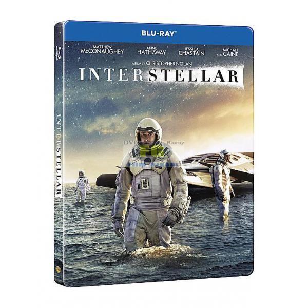 """Obsah filmu:Když se náš čas na Zemi chýlí ke konci, je skupina výzkumníků pověřena nejdůležitějším posláním v lidských dějinách: cestou za hranice naší galaxie, při které má za úkol najít mezi hvězdami pro lidstvo nový domov.Hlavní role ve filmu uznávaného režiséra Christophera Nolana (filmová trilogie """"Temný rytíř"""", """"Počátek"""") """"Interstellar"""" ztvárnili: držitel Oscara Matthew McConaughey (""""Klub poslední naděje """"), držitelka Oscara Anne Hathaway (""""Bídníci""""), držitelka nominace na Oscara ..."""
