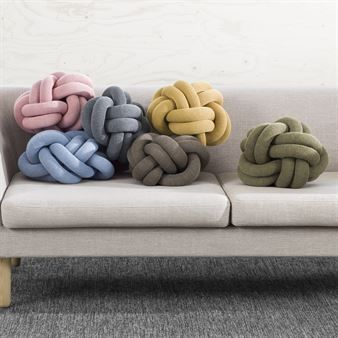 1000 ideas about knot pillow on pinterest knots door stop and diy. Black Bedroom Furniture Sets. Home Design Ideas