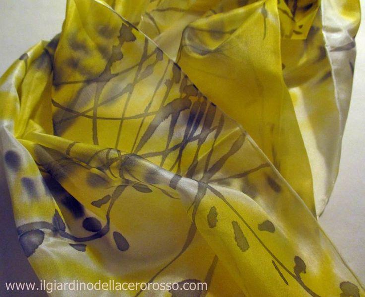 """sciarpa """"evanescenze in giallo"""", sciarpa dipinta a mano su seta, il giardino dell'acero rosso di ilgiardinoacerorosso su Etsy"""