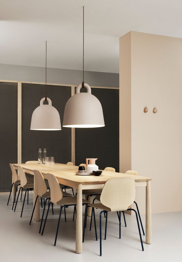Prachtige grote Bell hanglampen van Normann Copenhagen #lighting #diningroom