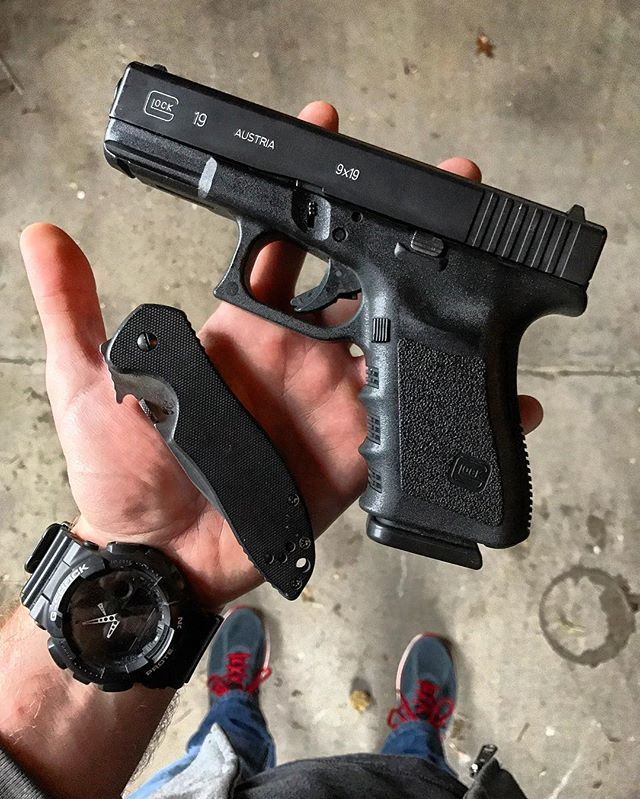 anyone else running to the grocery store for their wife this morning?  lol. happy #Thanksgiving!  #edc #edctraining #pewpew #concealedcarry #glockfeed #Glock #Glock43 #kabartdi #GlockFanatics #GunFanatics #guns #2nd #2ndamendment #secondamendment #molonlabe #USA #freedom #liberty#MandP15 #AR15 #AR #223 #556 Save those thumbs & bucks w/ free shipping on this magloader I purchased mine http://www.amazon.com/shops/raeind   No more leaving the last round out because it is too hard to get in. And
