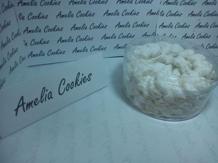 Kue Putri Salju, kue ini sangat disukai oleh anak-anak karena manis dan dinginnya gula salju.