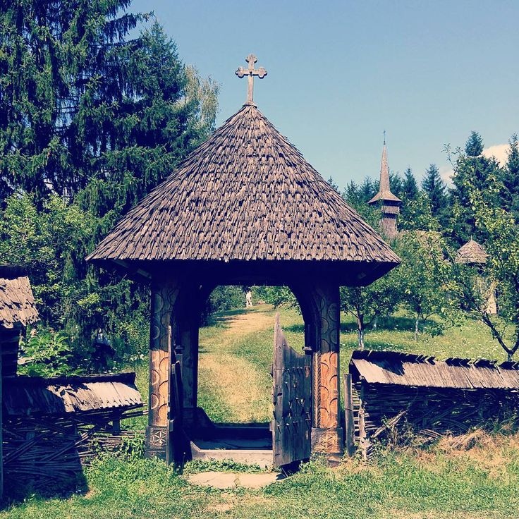 #Romania #Maramures #village #woodengate #passage #church Photo: Diana Topan