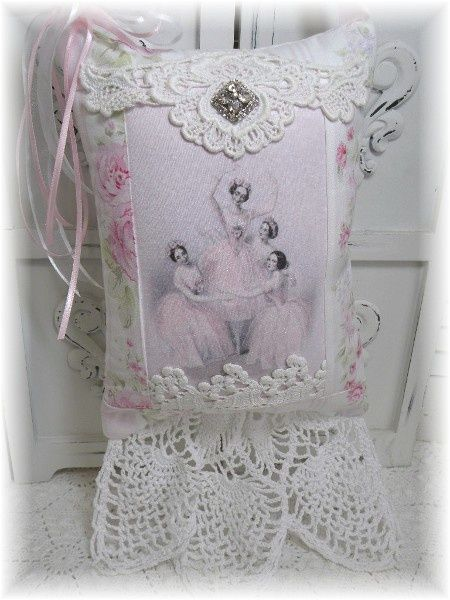 Shabby Chic Pillows Diy : 1000+ images about Doilies and lace DIY on Pinterest Lace, Baking pans and Diy bracelet