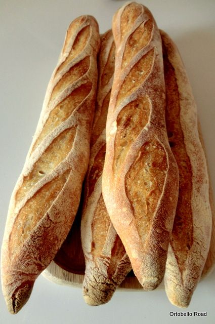 Pan di Pane: Baguettes e filoni ad alta idratazione (80%).