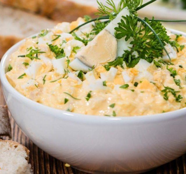 Recept Vaječný salát s domácí majonézou