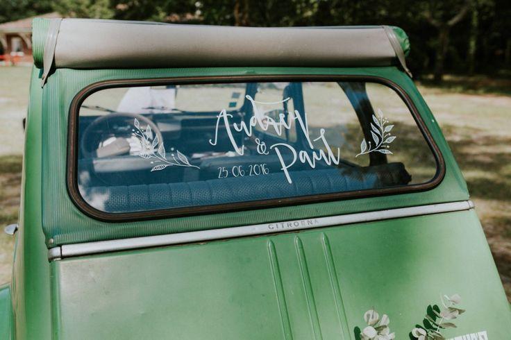 Pour les mariages, pensez aux stickers personnalisés pour votre voiture ;)
