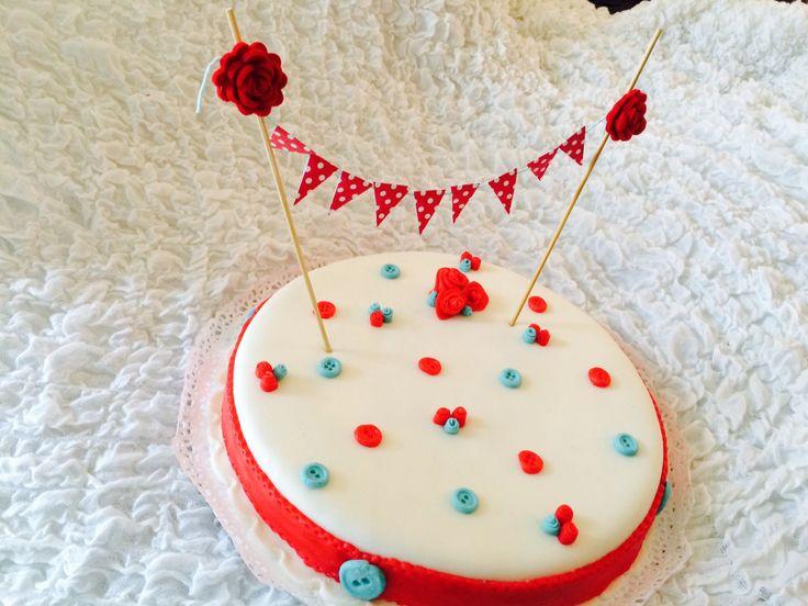 Cake topper / Cake bunting con rose in feltro e bandierine di carta / Decorazione per torta di LaTanaDiTopilde su Etsy