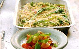 O espaguete do Jamie Oliver combina perfeitamente com salada cremosa de tomate. Veja o passo-a-passo!