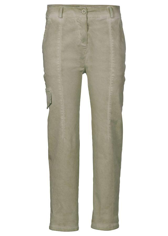 Ležérne a módne, perfektná kombinácia na módne oblečenie na jar! Tieto nohavice s trendovým kapsáčovým strihu zaujmú letnými farbami ako aj výnimočným bielením v použitom vzhľade.Vnútorná dĺžka vo veľ. 38 cca 69,5 cm.