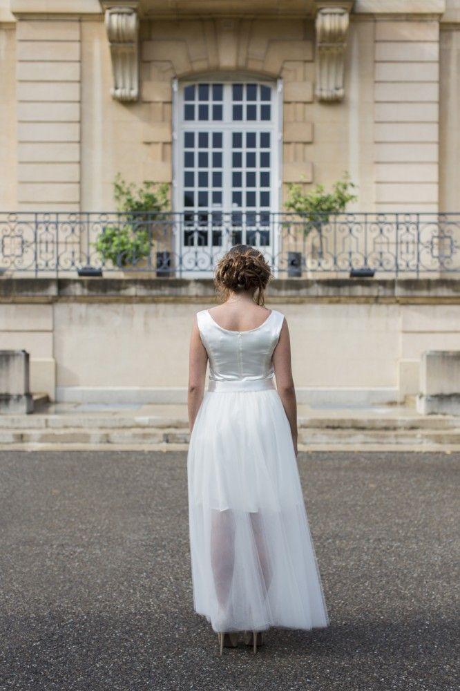 Essayez la robe de mariée transformable dans la collection de robes de mariée sur mesure dans la boutique lyonnaise. Adaptez le croquis à vos envies. Jupon en Tulle amovible